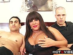Cute fat hottie mommy acquires Spit Roasted By green dudes