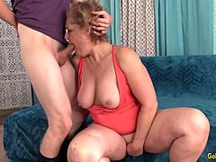 Adorable GILF Kelly Leigh receives crammed doggy position by a fit Younger fuck buddy