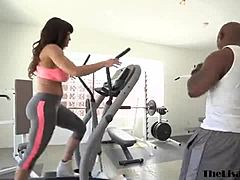 Mama Lisa Ann destroyed by BBC in the gym procceding face shot